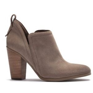 NWT Vince Camuto Francia booties in Foxy Size 10